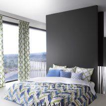 1.PAAT084-draperie-verde-modern-perne-decorative-galben-albastru