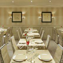 LxxA005-fata-de-masa-restaurant-bej-huse-scaune