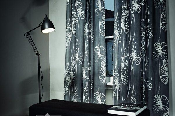 PKBT040-draperie-negru-alb-model-floral-modern
