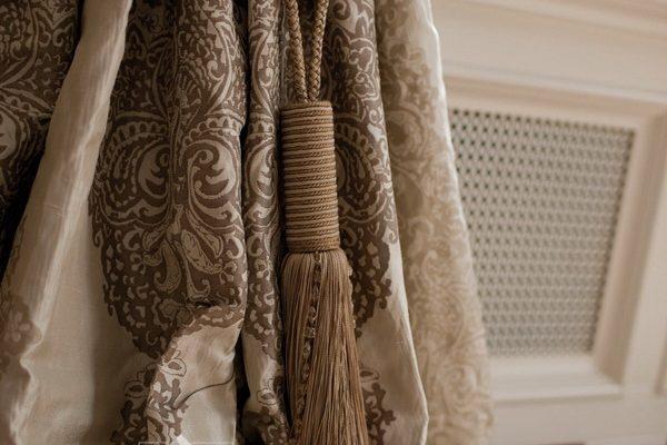 PXXT124-draperie-abstract-maro-gri-alb-elegant-clasic