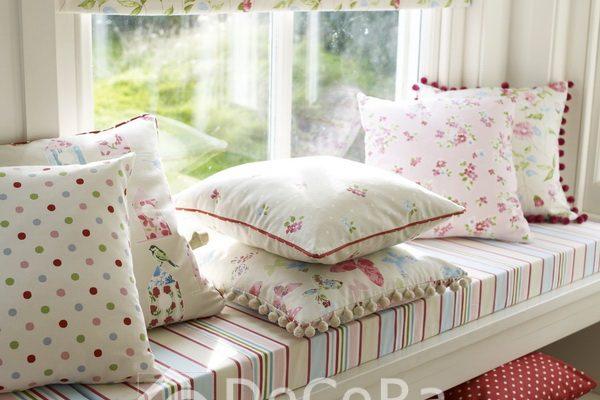 PxxA020-perne-decorative-buline-model-floral-ciucuri-alb-rosu-verde-albastru-verde